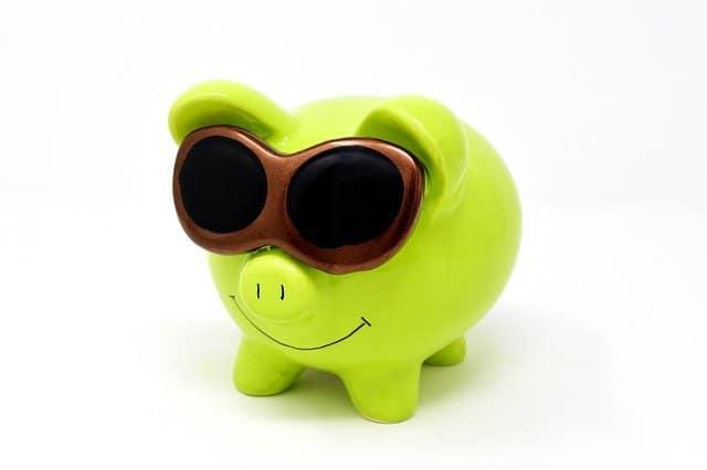 Auch wenn es kaum Sparzinsen gibt, so ist Sparen dennoch etwas Gutes, denn so kann man für später Geld ansparen, um sich etwas Größeres kaufen zu können.